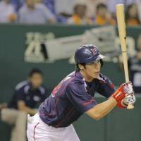 Hit parade: Tokyo Yakult's Tetsuo Yamada drives in a run during the Swallows' 12-1 win over the Giants at Tokyo Dome on Monday. | KYODO