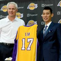 Time for a fresh start: Jeremy Lin (right) stands with Lakers GM Mitch Kupchak during his introductory news conference on Thursday in El Segundo, California. | REUTERS/USA TODAY SPORTS
