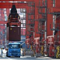 Exports rebound in boost for Abe's policies