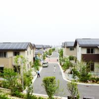 This housing development in Sakai, Osaka Prefecture, seen here on June 6, 2013, was built by Daiwa House Industry Co. Homebuyers have been piling into floating-rate mortgages. | KYODO