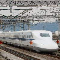 An N700 shinkansen, as shown in this 2012 photo, will be used as the base of a high-speed railway system to be introduced in Texas by 2021. | KYODO