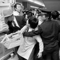 Frenzied shoppers scramble to buy toilet paper at a supermarket in Tokyo in November 1973 during the oil shock. | KYODO