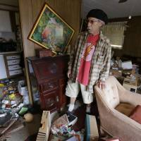 Steve Brody inspects damage to the interior of his mobile home in Napa, California, after an earthquake left at least three critically injured in the state's northern Bay Area early Sunday. | AP