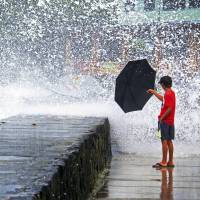 Tropical Storm Iselle fails to do any significant damage in Hawaii