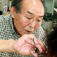 Barber Satoshi Komazawa has been cutting the hair of people detained in a police station in Murakami, Niigata Prefecture, for the past half century. | KYODO