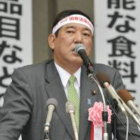 Liberal Democratic Party Secretary-General Shigeru Ishiba delivers a speech at a rally organized by farm lobbyists in Tokyo on May 14. | KYODO
