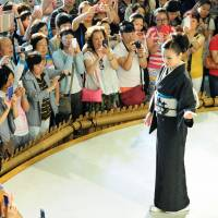 Nishijin continues to offer free kimono shows in Kyoto to attract foreigners