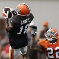 The gloves are on: Browns defensive back Buster Skrine wears a pair of gloves as he defends teammate Taylor Gabriel during practice at the team's training camp on Tuesday in Berea, Ohio. | AP