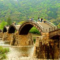 Kintaikyo: A bridge reincarnated over troubled waters