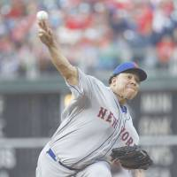 Mets right-hander Colon notches 200th career win