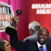 Pinnacle of the sport: Alonzo Mourning raise his trophy during his induction into the Naismith Memorial Basketball Hall of Fame on Friday in Springfield, Massachusetts. | AP