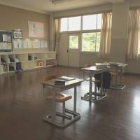 Threatened with closure: A Shiraishi Junior High School classroom speaks volumes about the demographic problems facing this island in the Seto Inland Sea. The school, which opened in 1997, has a student body of eight. | AMY CHAVEZ