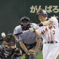 Team support: The Giants' Hirokazu Ibata hits a go-ahead sacrifice fly in the fourth inning against the Tigers at Tokyo Dome on Thursday. Yomiuri defeated Hanshin 4-1, picking up its second straight victory to wrap up the series.  | KYODO