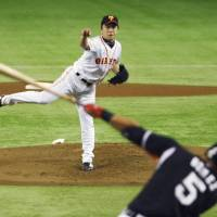 On top of his game: Giants hurler Hirokazu Sawamura held the Tigers to two hits on Thursday at Tokyo Dome. Sawamura tossed a complete-game shutout as Yomiuri beat Hanshin 4-0. | KYODO
