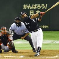 Mauro Gomez of the Tigers belts a tie-breaking, two-run homer during the 10th inning of Wednesday's game against the Yomiuri Giants at Tokyo Dome. Hanshin won 5-4.   KYODO
