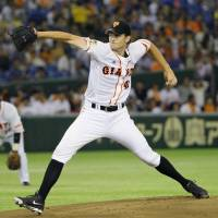 Welcome back: Yomiuri's Chris Seddon delivers during the Giants' 6-3 win on Friday. | KYODO