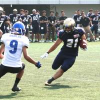 Overseas experience: Running back Tataeru Nakanishi (21), seen in this file photo, scored a first-quarter touchdown for the Obic Seagulls in the inaugural Sister Cities International Bowl in Tuscaloosa, Alabama on Thursday. | KAZ NAGATSUKA