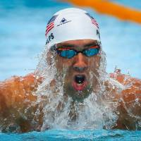 Comeback trail: Michael Phelps competes in the 200-meter individual medley at the Pan Pacific Championships on Sunday.   AFP-JIJI