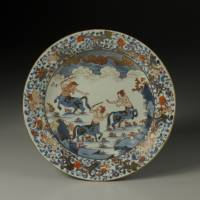 Porcelain Arita ware dish with a design of centaurs in overglaze polychrome enamels (1700-1730s)  |  THE MUSEUM OF ORIENTAL CERAMICS, OSAKA, PHOTO BY KAZUYOSHI MIYOSHI