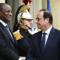Air France flies to Ebola-hit Guinea out of solidarity: Hollande