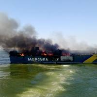 A Ukrainian patrol boat burns Sunday in the Azov Sea near Mariupol, which is still controlled by the Kiev government. Rocket launchers were used to fire on two Ukrainian boats of the border service patroling about 5 km from the shore. Two border guards from one of the boats were missing, Kiev said. | AFP-JIJI
