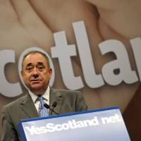Scottish First Minister Alex Salmond speaks during a news conference in Edinburgh, Scotland, on Thursday, ahead of the referendum on the country's independence.   AFP-JIJI