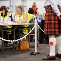 An observer watches the count take place at the Royal Highland Centre counting hall in Edinburgh, after ballot counting got underway in the referendum on Scottish independence.   | AFP-JIJI