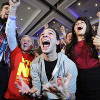 Pro-union supporters celebrate as Scottish independence referendum results are returned at a 'Better Together' event in Glasgow, Scotland.   AFP-JIJI