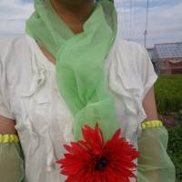 A model wears mosquito-repelling arm covers and a scarf, customized with her own flower ornament, by Clever, a company based in Toyohashi, Aichi Prefecture. | CLEVER