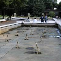 Fountains lie empty in Yoyogi Park in Shibuya Ward, Tokyo, on Tuesday in a bid to eradicate mosquitoes and prevent the spread of dengue fever. | SATOKO KAWASAKI