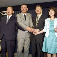 Newly appointed Liberal Democratic Party executives — General Council Chairman Toshihiro Nikai (left), Secretary-General Sadakazu Tanigaki (second from left), Vice President Masahiko Komura (center), Policy Research Council head Tomomi Inada (second from right) and Election Strategy Committee Chairman Toshimitsu Motegi — show their unity after a news conference Wednesday at the party's headquarters. | KYODO