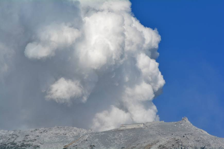 Four Mount Ontake climbers confirmed dead after eruption