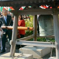 United Nations Secretary General Ban Ki-moon rings the Peace Bell, which was donated by Japan, in the rose garden of U.N. headquarters in New York on Friday. | KYODO
