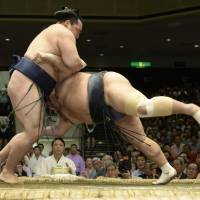 No trouble at all: Kakuryu makes short work of Toyonoshima on the eighth day of the Autumn Grand Sumo Tournament on Sunday. | KYODO