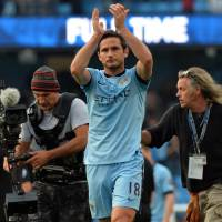 Something's off here: Manchester City's Frank Lampard applauds Chelsea fans after the two clubs played to a 1-1 draw. | AFP-JIJI