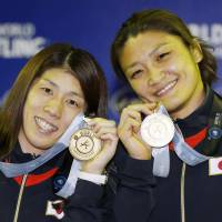 Two of a kind: Saori Yoshida (left) and Kaori Icho pose with their medals at the wrestling world championships. | KYODO