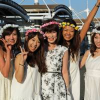 A group of 28-year-old ladies after their boat cruise around Tokyo Bay. | KIT NAGAMURA