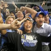 Man of the people: Norichika Aoki poses with Kansas City fans after the Royals beat the White Sox 3-1 on Friday to clinch a spot in the postseason. | KYODO