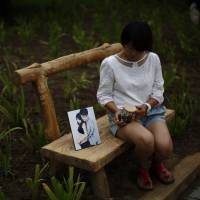 Grieving Chinese familes of Malaysia Airlines Flight MH370 face police violence
