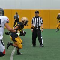 Short-lived lead: Meiji running back Jun Koriyama scores on a 3-yard run for his second touchdown of the game to give the Griffins a 14-6 lead on Saturday against Keio University. But the lead lasted less than five minutes. | HIROSHI IKEZAWA