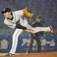 The lion roars: Seibu's Takayuki Kishi delivers a pitch during the Lions' 7-0 win over the Marines on Monday. | KYODO