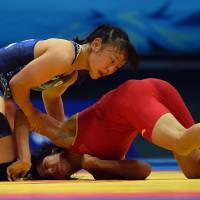 Tosaka, Watari collect wrestling golds