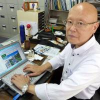 I-Can Corp. President Tadashi Watanabe shows off the firm's website at his office in Tokyo.   KYODO
