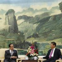 Former Prime Minister Yasuo Fukuda, chairman of the Boao Forum for Asia, meets Chinese President Xi Jinping at the Great Hall of the People in Beijing on Wednesday. | POOL