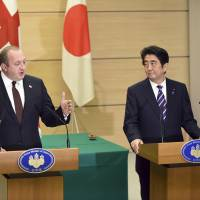 Abe backs Georgian leader Margvelashvili in seeking peaceful end to conflict with Russia