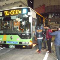 An all-night bus waits near Shibuya Station to head for Roppongi on Dec. 21, the day the service was launched. | TOMOHIRO OSAKI