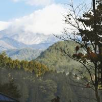 Self-Defense Forces soldiers on Friday prepare to leave their improvised logistics base in the village of Otaki near Mount Ontake after authorities called off the search for missing hikers until the end of winter. | KYODO
