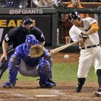 Giants blast past Royals