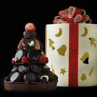 Palace Hotel Tokyo Emotion (¥14,040) Sweets & Deli at 03-3211-5315 Reservations are accepted 3 days before purchase