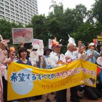 Up in arms: Supporters of inoculation march in Tokyo. | TOKYO MEDICAL PRACTITIONERS ASSOCIATION